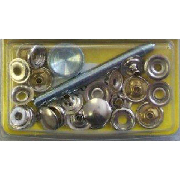 Stud Fasteners With Snaps